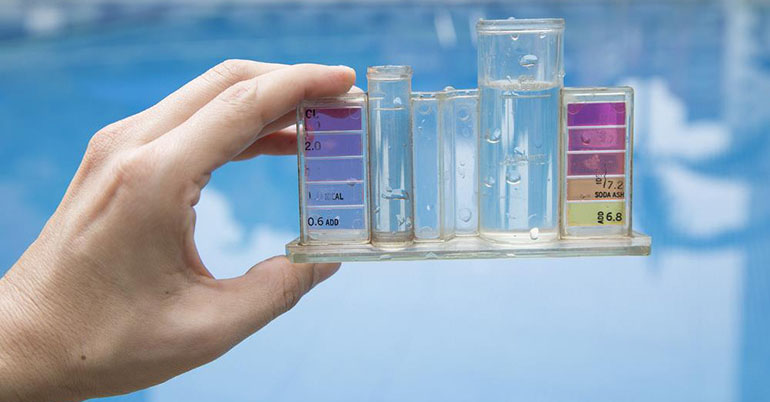 Testing chlorine in your pool
